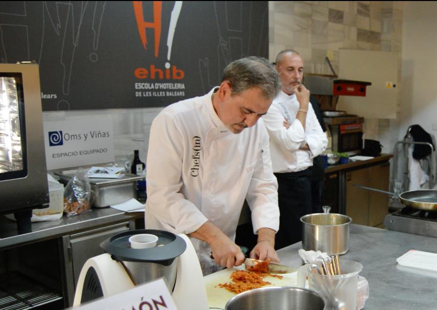 Benet Vicens preparando sopes solleriques