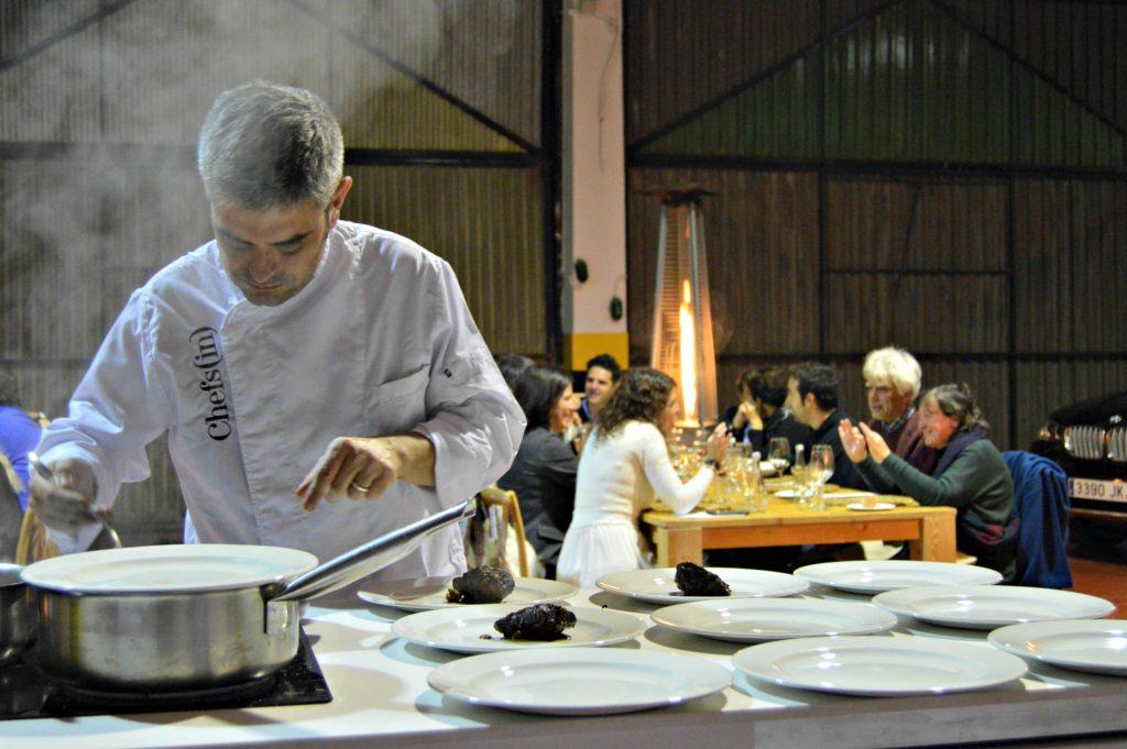 Miquel Sánchez cocinó en directo y delante de los comensales del Hidden Kitchen