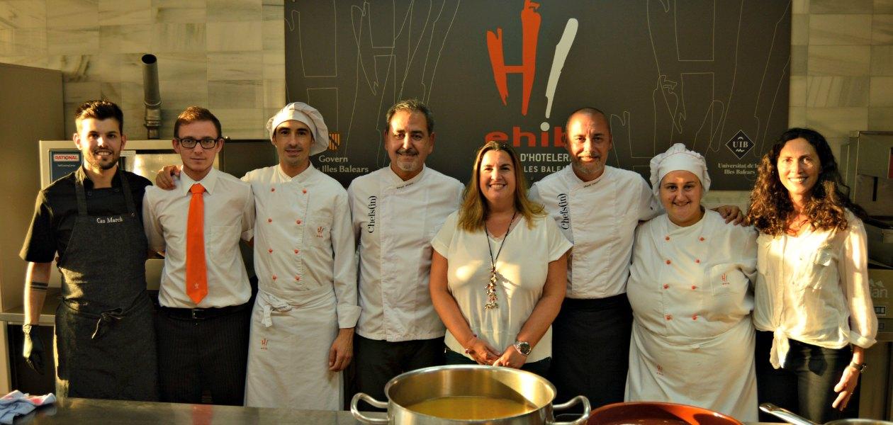 Los alumnos de la EHIB colaboran en los cursos de cocina en Mallorca #a4Manos