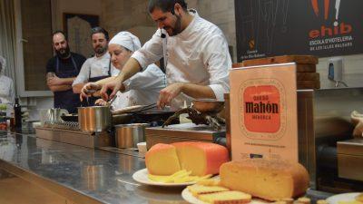 Santi Taura y Joan Bagur cocinan queso