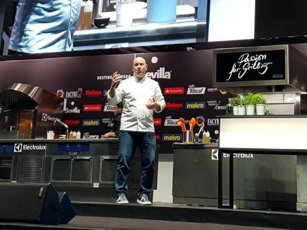 Tomeu Caldentey enseña a Madrid Fusión a cocinar en la sala