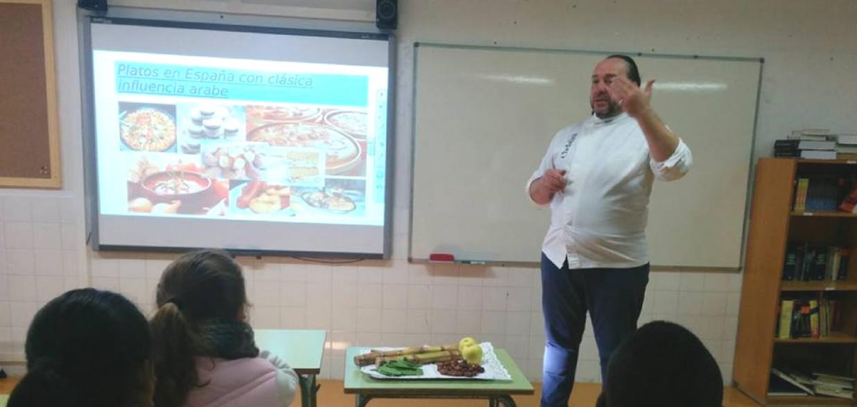 El chef Guillermo Mendez vuelve al cole