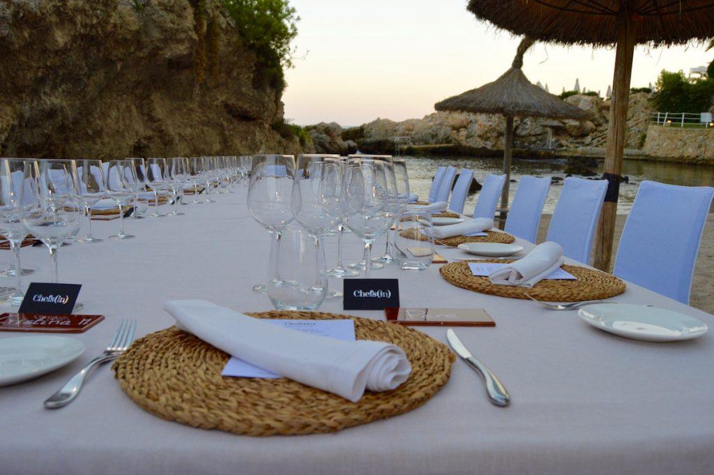 Hidden Kitchen con Miquel Sanchez en Gran Melia de Mar - Mesa con playa al fondo
