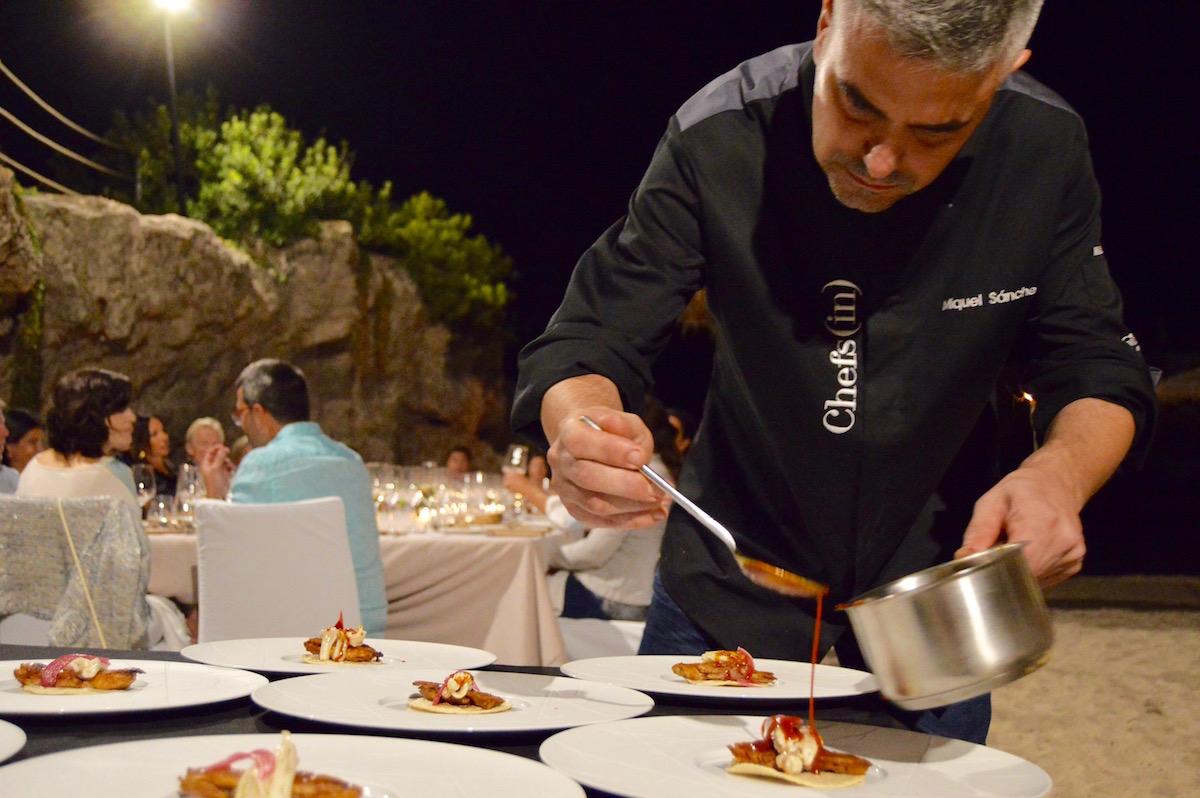 Hidden Kitchen con Miquel Sanchez en Gran Melia de Mar - Miquel emplatando