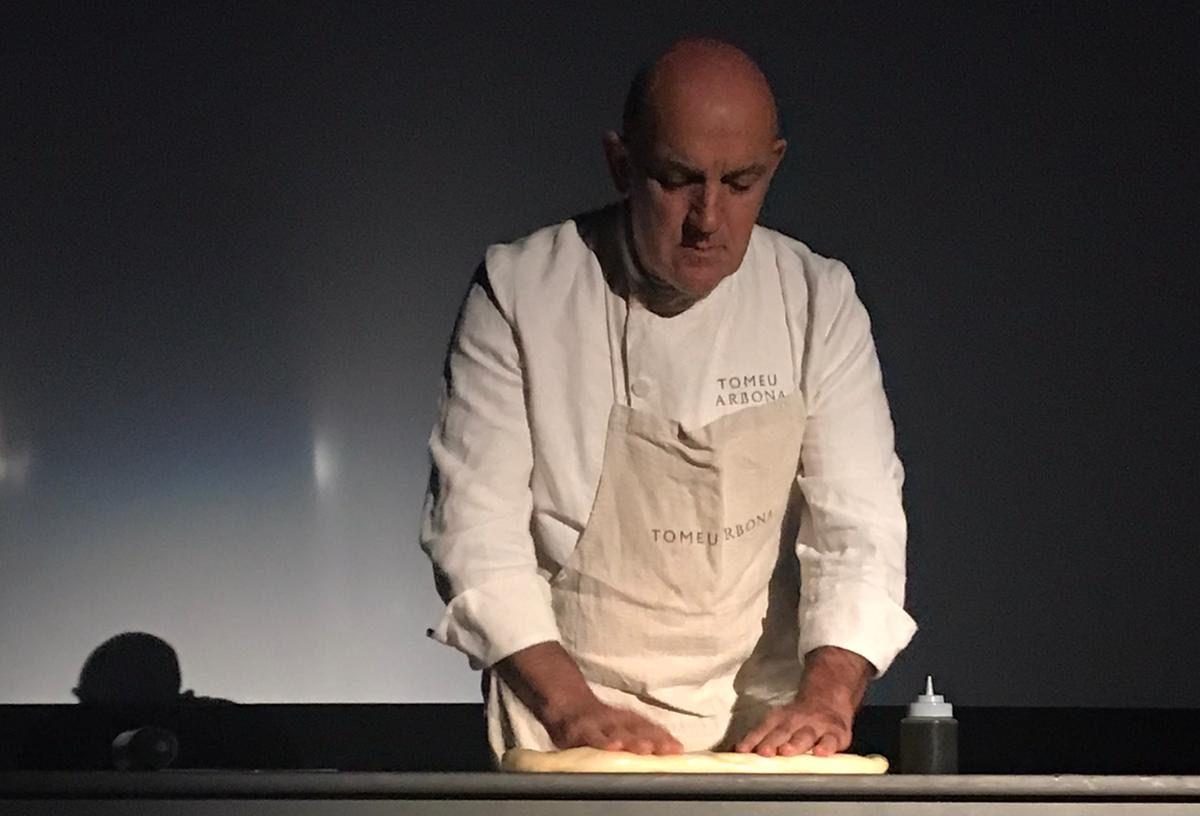Tomeu Arbona elaborando una ensaimada en The Food Film Fest